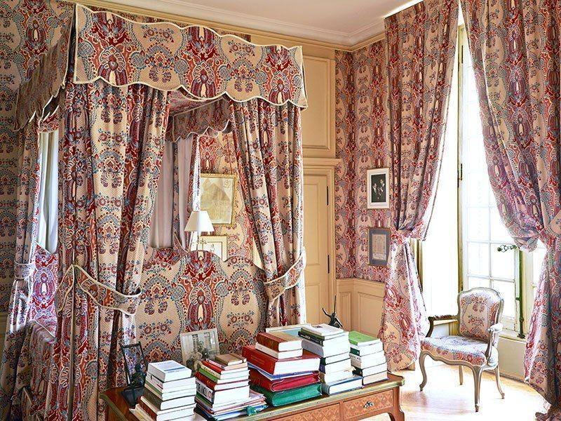 item9_rendition_slideshowVertical_single-patterned-rooms-10-french-manor-bedroom