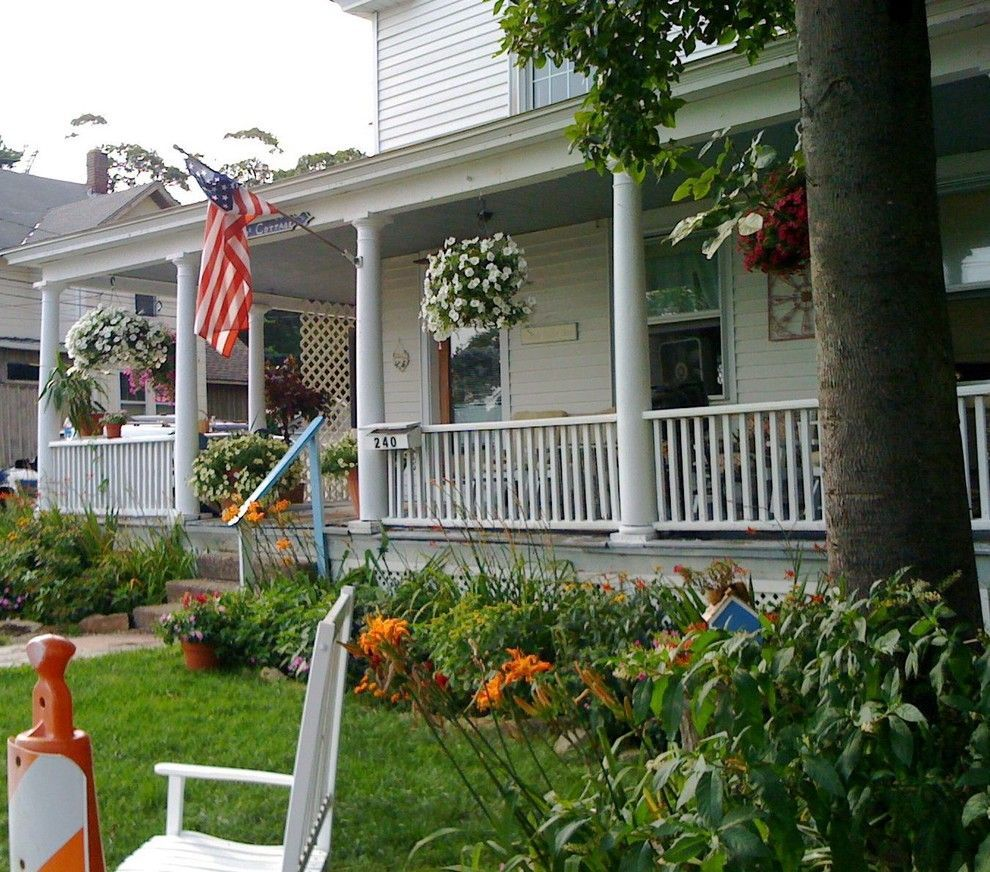 Usa-flag-on-the-porch-for-great-4th-July-decor