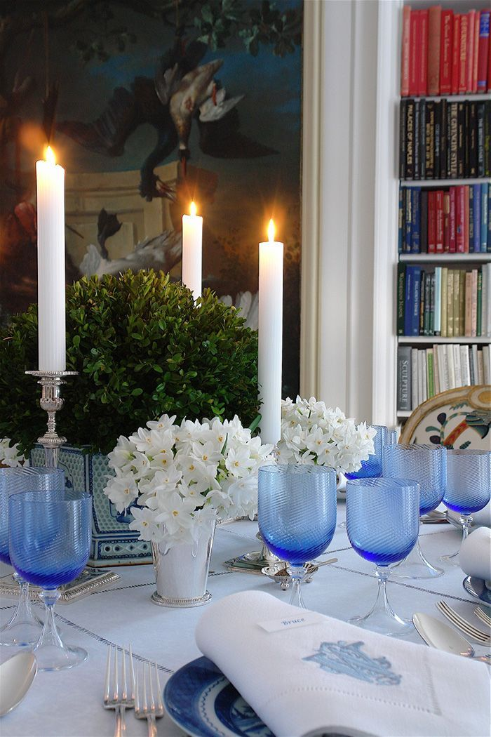 carolyne-roehm-blue-and-white-holiday-christmas-table